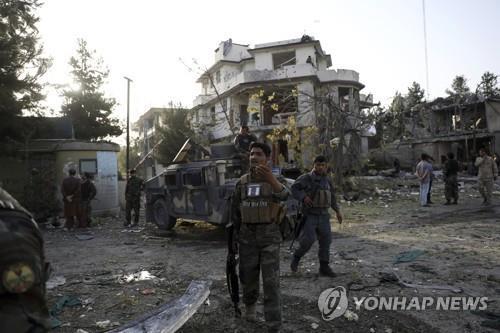아프간 카불서 국방장관 노린 자폭 테러·총격…20명 사상(종합)