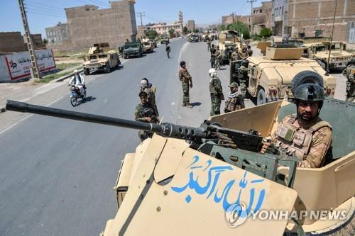 """탈레반, 아프간 남부 핵심도시 장악 임박…""""州都 첫 함락 위기""""(종합)"""