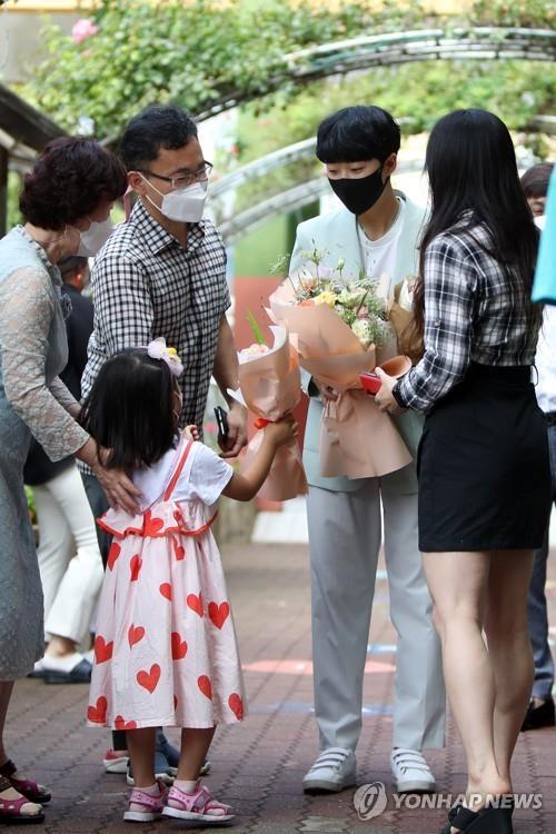 [올림픽] 3관왕 안산, '양궁 명가' 광주여대서 '환대'