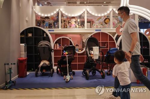 '인구절벽 우려' 베이징, 셋째엔 출산휴가에다 한달 보너스 휴가