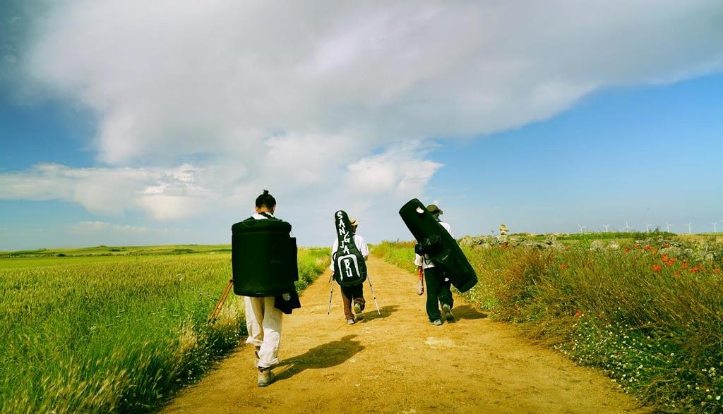 산티아고 순례길서 전통음악의 길을 묻다…다큐 '상자루의 길'