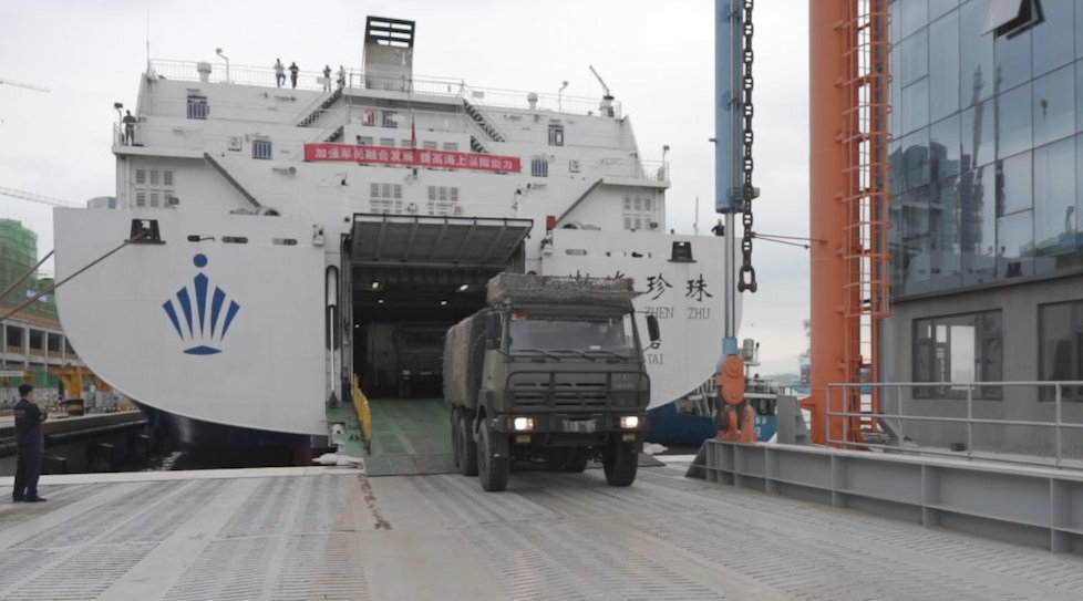 중국, 대형 여객선 활용 상륙훈련…차량 300대 이상 적재 가능
