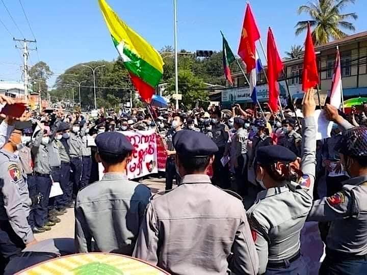 '저항운동 참여' 미얀마 경찰들, 지역 치안조직 창설
