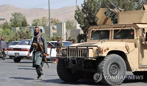 """미군 등 철수시한 임박 카불공항…탈레반 """"넘겨받을 준비"""""""