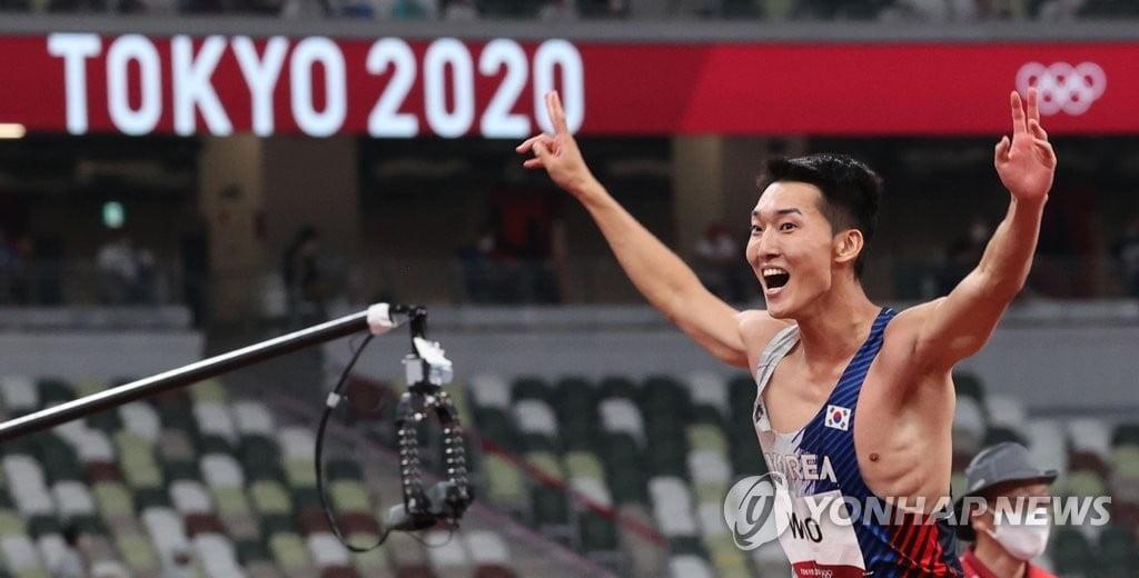 우상혁, 높이뛰기 한국신기록 세워 4위…올림픽 사상 최고