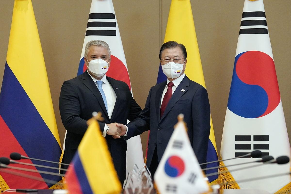문 대통령은 25일 오전 국빈방한 중인 두케 콜롬비아 대통령과 정상회담을 개최했다. (청와대 제공)