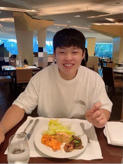 '윤승열♥' 김영희, 5성급 호텔 뷔페 미소가 절로...홍현희가 보내준 선물[TEN★]