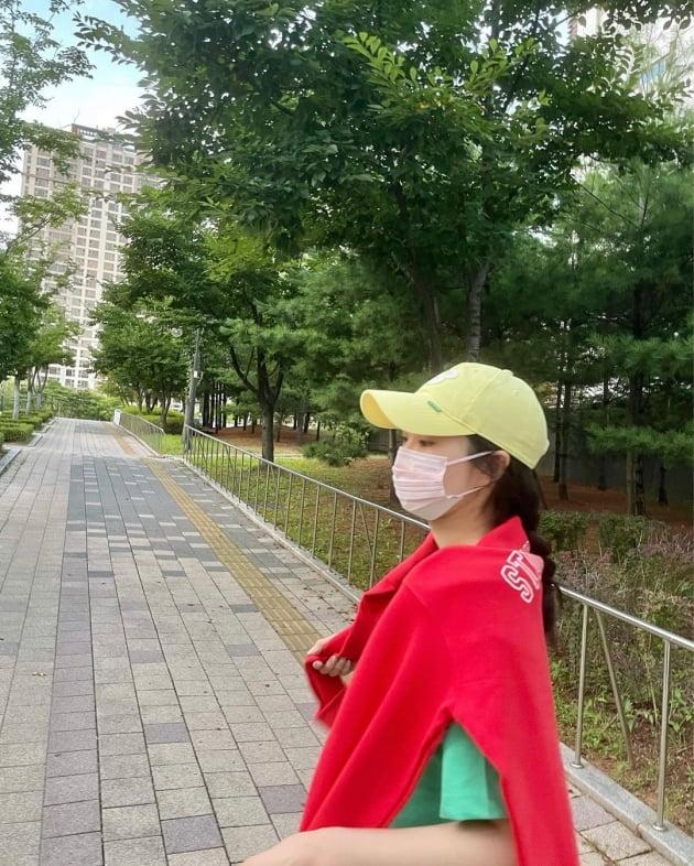 '전진♥' 류이서, 신호등 패션…의도치 않은 '안전제일' [TEN★]