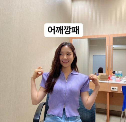 '전현무♥' 이혜성, 청순미 넘치는 어깨깡패[TEN★]