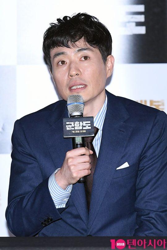 [노규민의 영화인싸] 4번타자 류승완, '군함도' 폭망 딛고 '모가디슈'로 홈런 칠까