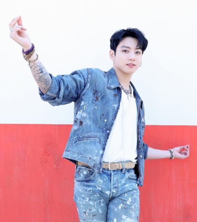 방탄소년단 정국 '생일 분위기UP', 전국 3000여개 편의점 'LED 포스터+틱톡' 광고 송출 '