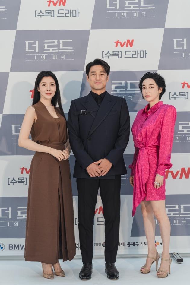 배우 윤세아(왼쪽부터), 지진희, 김혜은이 4일 오후 온라인 생중계된 tvN 새 수목드라마 '더 로드 : 1의 비극'(이하 '더 로드') 제작발표회에 참석했다. /사진제공=tvN