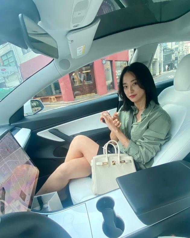 """이주연, 명품H사 토트백 들고 7천만원 테슬라 동승 """"데이트"""" [TEN★]"""