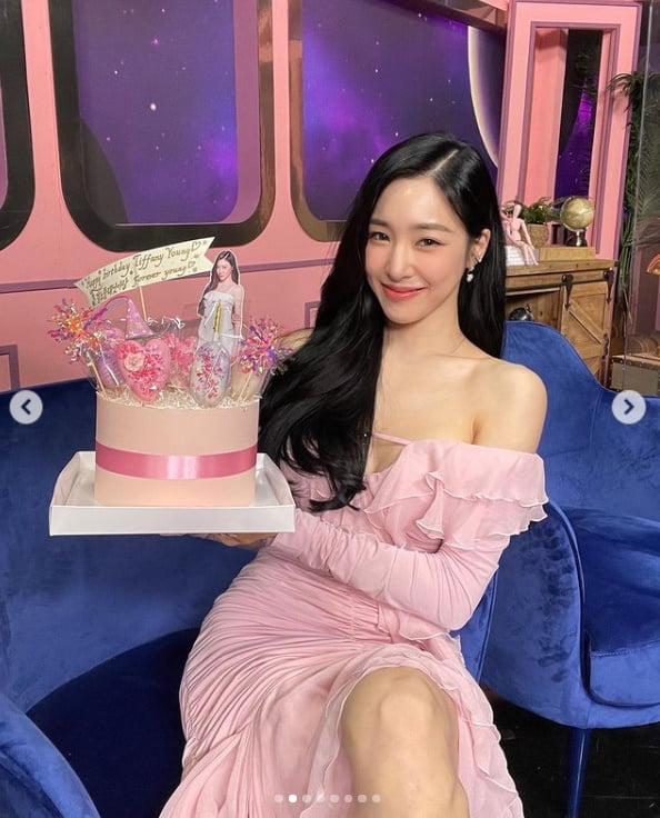 티파니 영, 핑크빛 미모 발산...쇄골미인[TEN★]