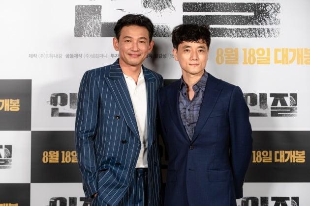 배우 황정민(왼쪽), 필감성 감독이 5일 열린 영화 '인질' 언론시사회에 참석했다. / 사진제공=NEW