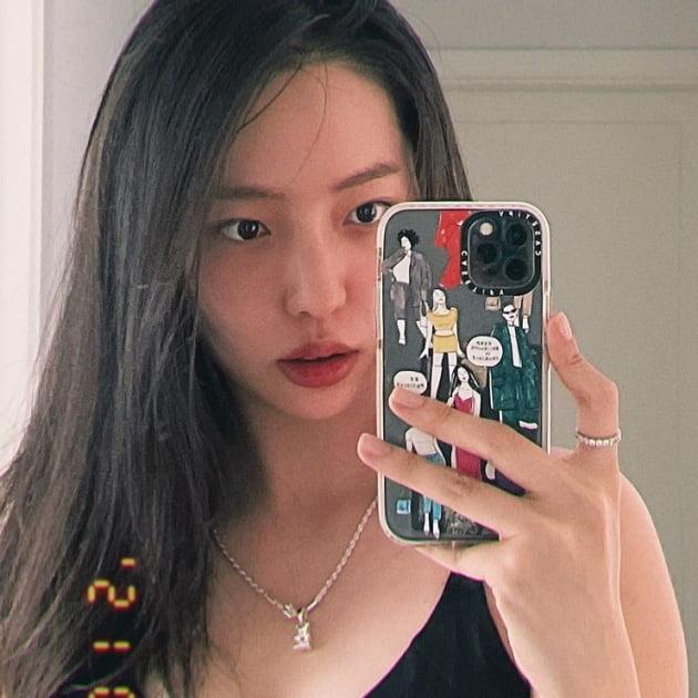 황신혜 딸 이진이, 긴 생머리로 완성된 미모...엄마랑 붕어빵[TEN★]