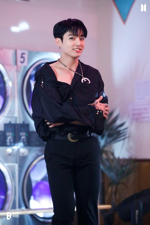 방탄소년단 정국 솔로곡 '비긴' 2일 연속 美아마존 음원 '판매량 1·2위' 석권