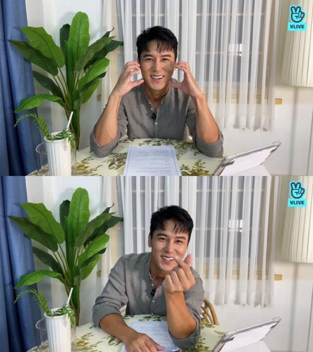 장민호, '트롯 신사' 인기 증명…브이라이브 하트만 700만