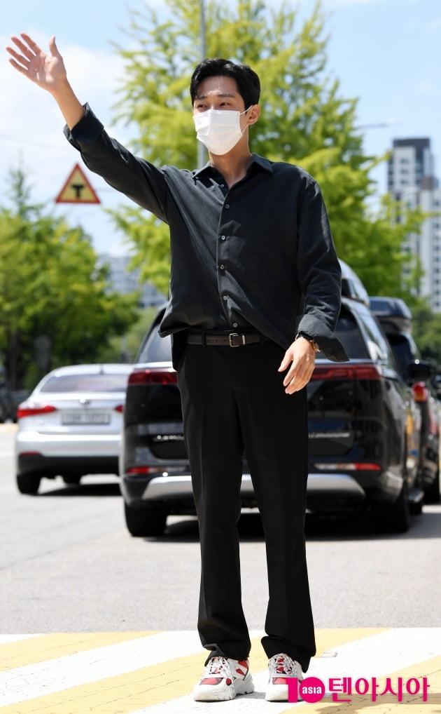 [TEN 포토] 진영 '시크한 올 블랙'