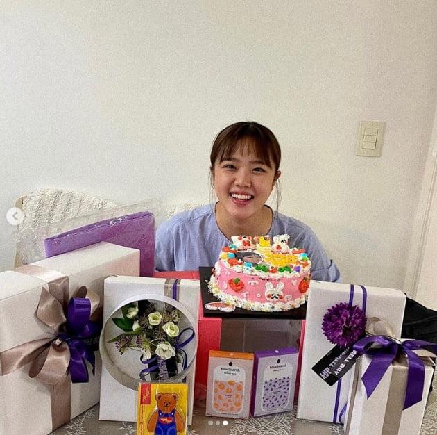 """김향기, 생일 선물이 테이블에 한 가득...""""축하해주신 모든분들께 감사""""[TEN★]"""