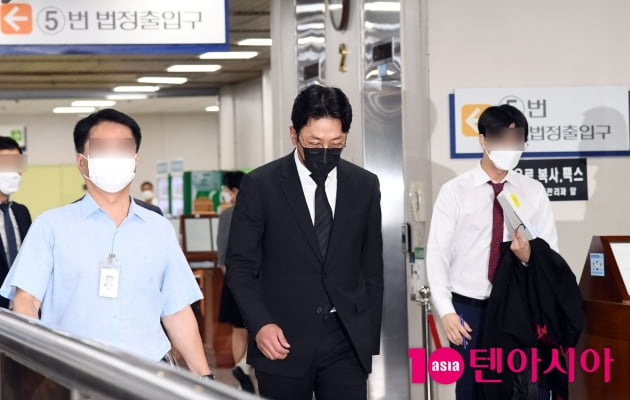 [TEN 포토] '프로포폴 불법 투약 혐의' 하정우 '첫 재판 출석'