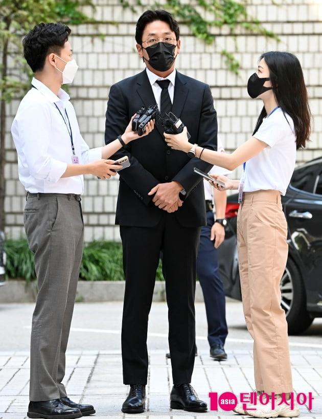 [TEN 포토] '프로포폴 불법 투약 혐의' 하정우 '성실히 조사에 임하겠다'