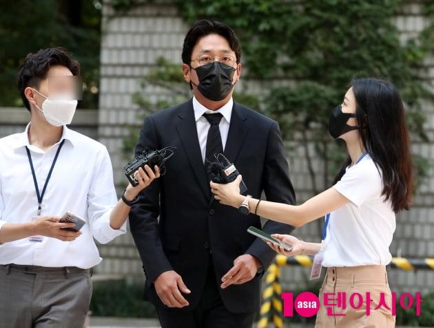 [TEN 포토] 하정우 '프로포폴 불법 투약 혐의 첫 출석'