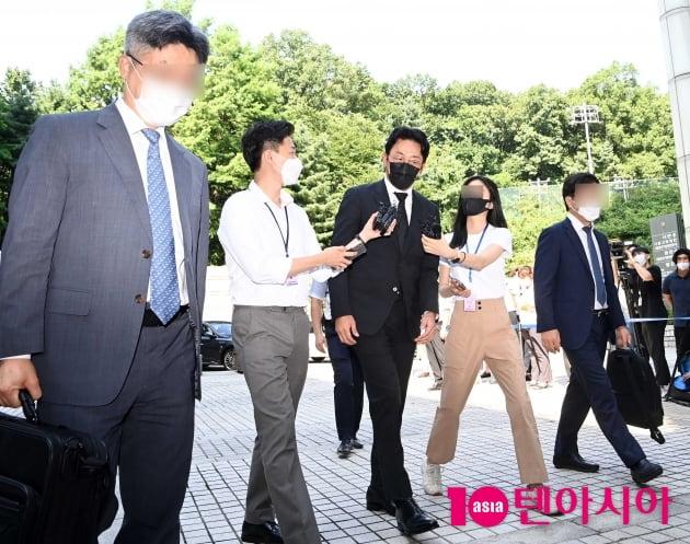 [TEN 포토] '프로포폴 불법 투약 혐의' 하정우 '변호사와 법원으로'