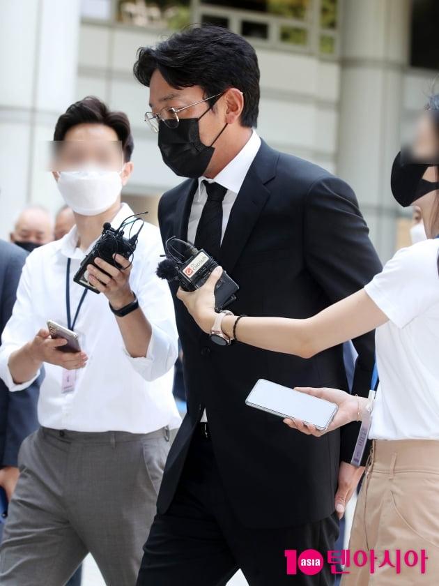[TEN 포토] '프로포폴 불법 투약 혐의' 하정우 '굳은 표정으로'