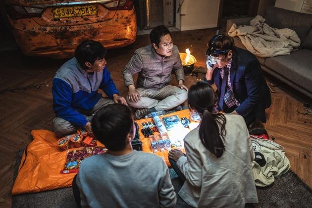 """""""희극과 비극의 조합, 新 재난영화""""…오늘(11일) 개봉 '싱크홀' 관전 포인트 셋"""