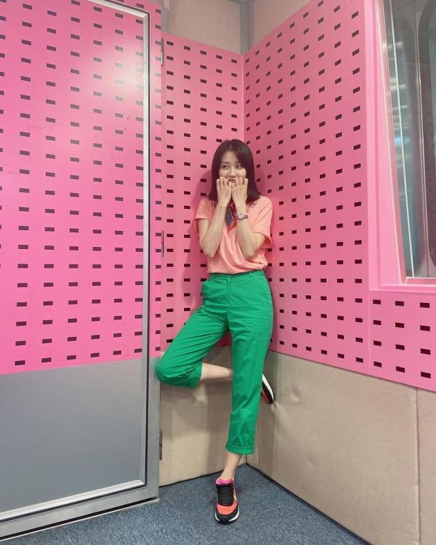 '류수영♥' 박하선, 빨강+초록 '수박바' 패션…H사 스카프로 '명품 과일' 됐네 [TEN★]