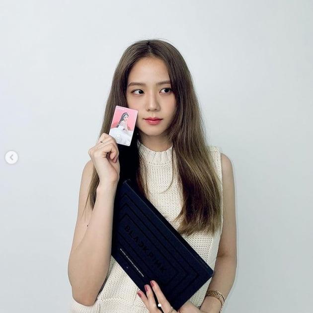 블랙핑크 지수, 예쁜 애 옆에 예쁜 카드...누구?[TEN★]