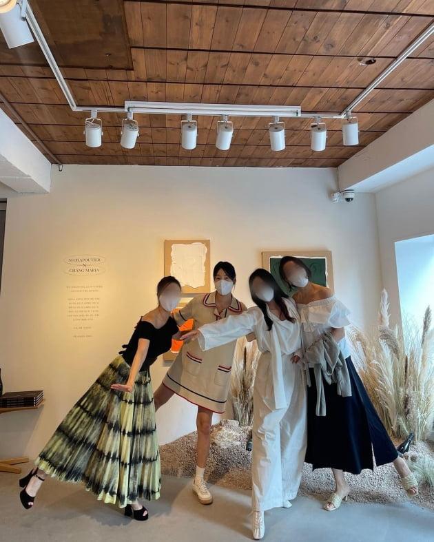 '검사♥' 한지혜, 275만원 명품G사 원피스 입고 한남동 아트스튜디오 방문 '단아' [TEN★]