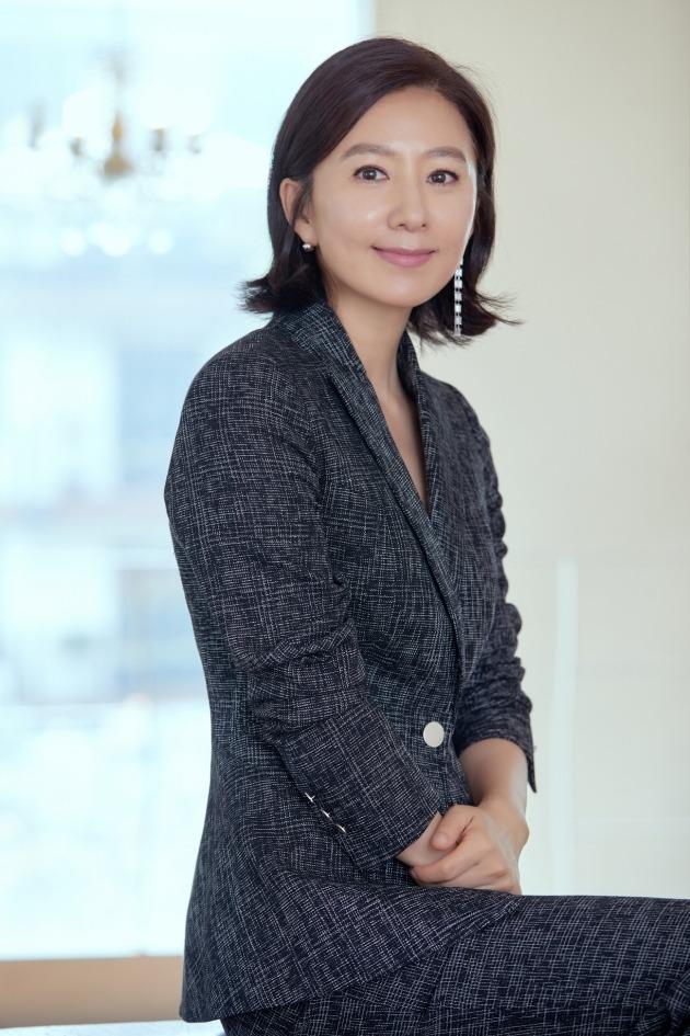 배우 김희애./