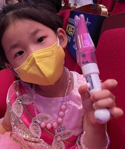 '171cm·49kg' 김성은 ♥정조국 없이 애 셋 독박육아, 딸과 함께 '시크릿 쥬쥬' 보러왔어요[TEN★]