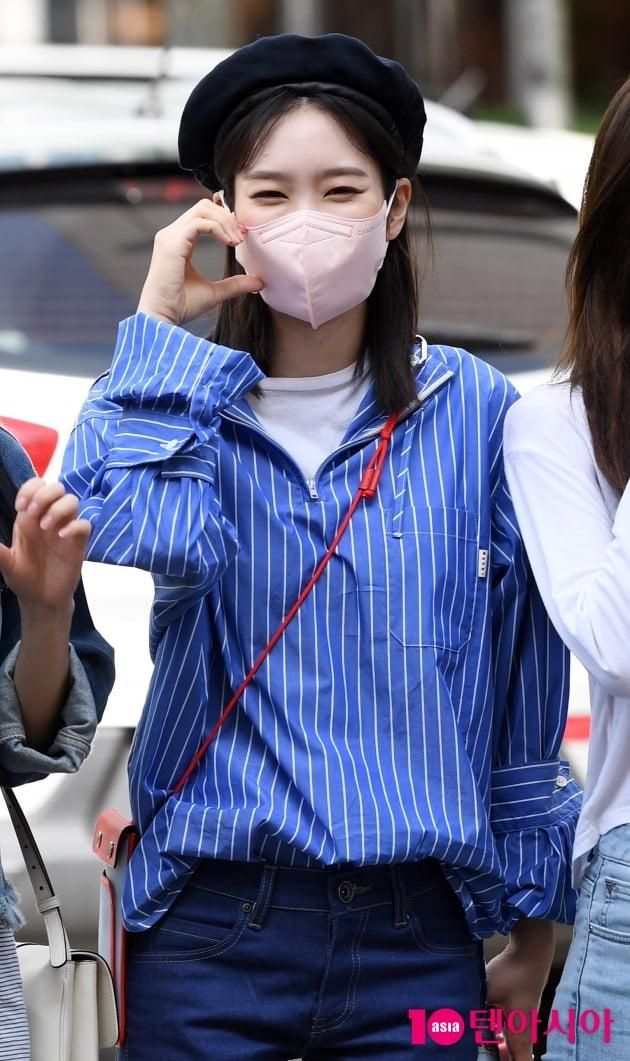 [TEN 포토] 오마이걸 지호 '청청패션도 완벽하게 소화'