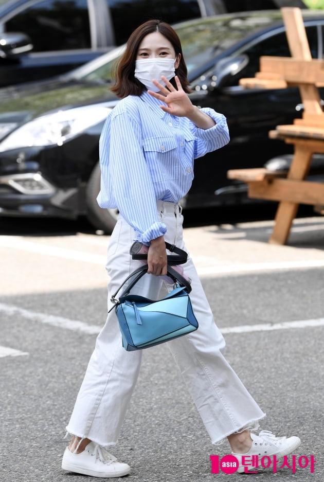 [TEN 포토] 오마이걸 효정 '편안함과 스타일 모두 챙긴 출근길'