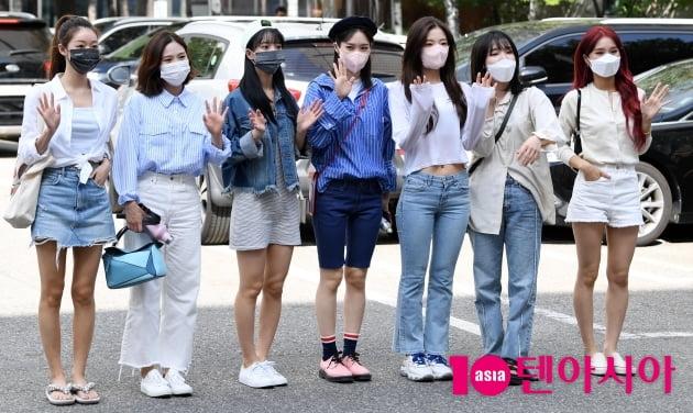 [TEN 포토] 오마이걸 '인사하는 인형들'