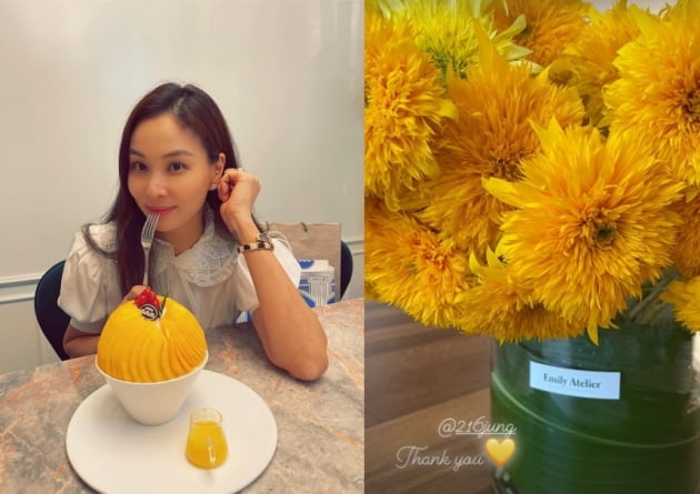 배우 고소영(왼쪽)이 이민정에게 꽃 선물을 받았다./사진=인스타그램