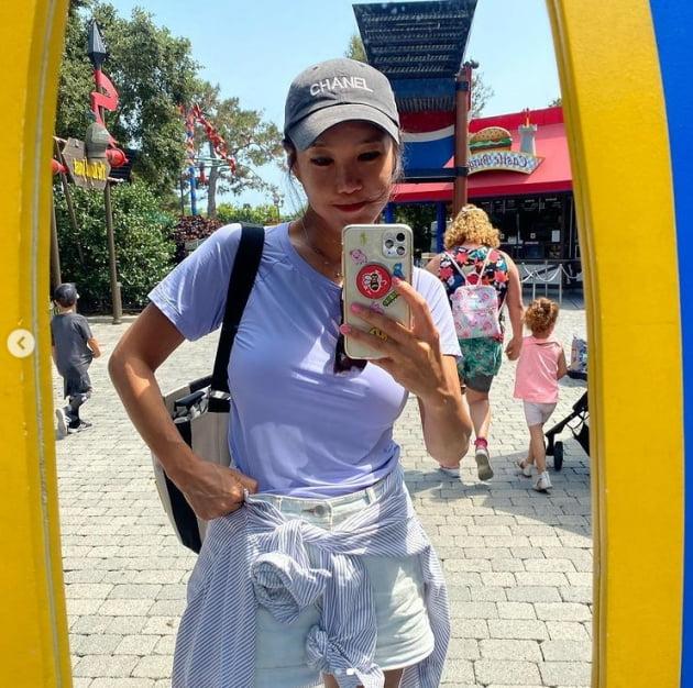 쿨 유리, 100만원 명품 모자 쓰고 가족 여행중[TEN★]