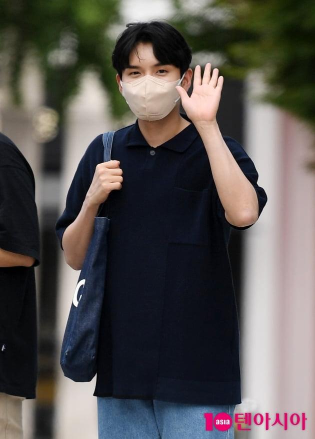 [TEN 포토] 슈퍼주니어 려욱 '멋진 손인사'
