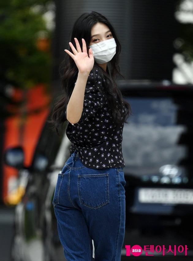 [TEN 포토] 레드벨벳 조이 '뒤돌아보면 심쿵'