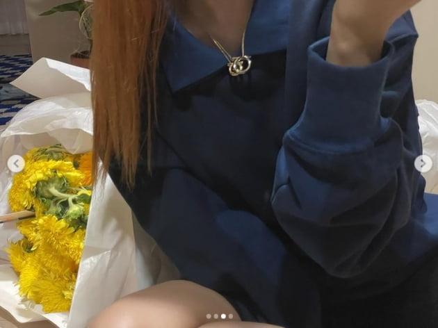 레드벨벳 슬기, 여전히 사랑스러운 외모...명품이 마음에 안드나 표정이[TEN★]