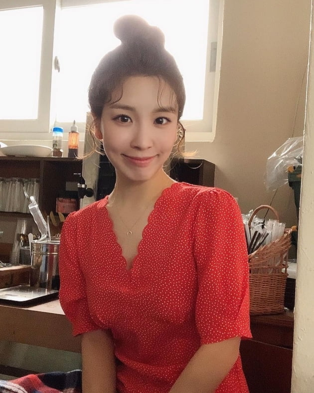 '오뚜기3세' 함연지, 300살 같아 보여…커피 서빙 중 신비로운 매력 [TEN★]