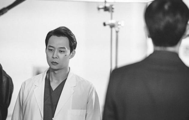 영화 '악에 바쳐' 스틸./ 사진=박유천 인스타그램