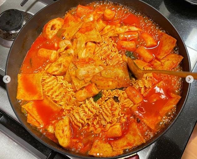 '오상진 ♥' 김소영, 주말은 남편이 요리사...먹음직한 라볶이[TEN★]