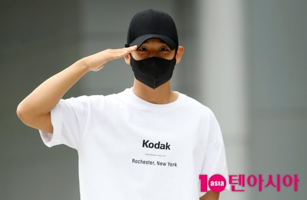 [TEN 포토] 정해인 '또 군대가나요?'