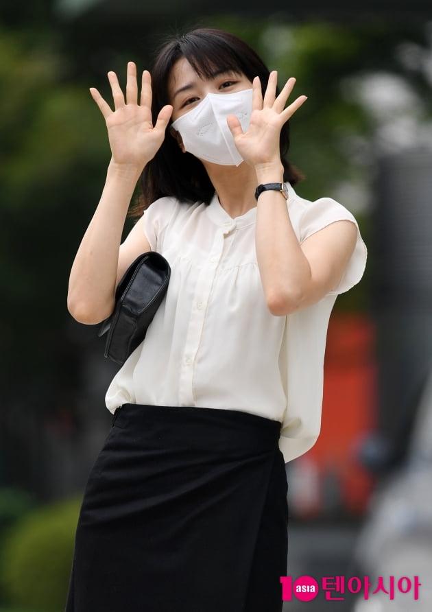 [TEN 포토] 박하선 '반가운 양손인사'