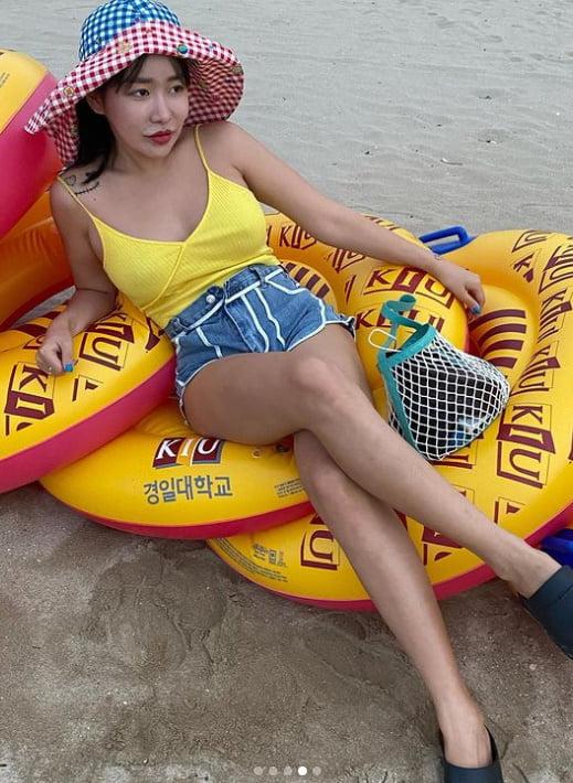 """""""아직 여름인가요?""""…퀸 와사비, 바닷가에서 넘치는 볼륨감 [TEN★]"""