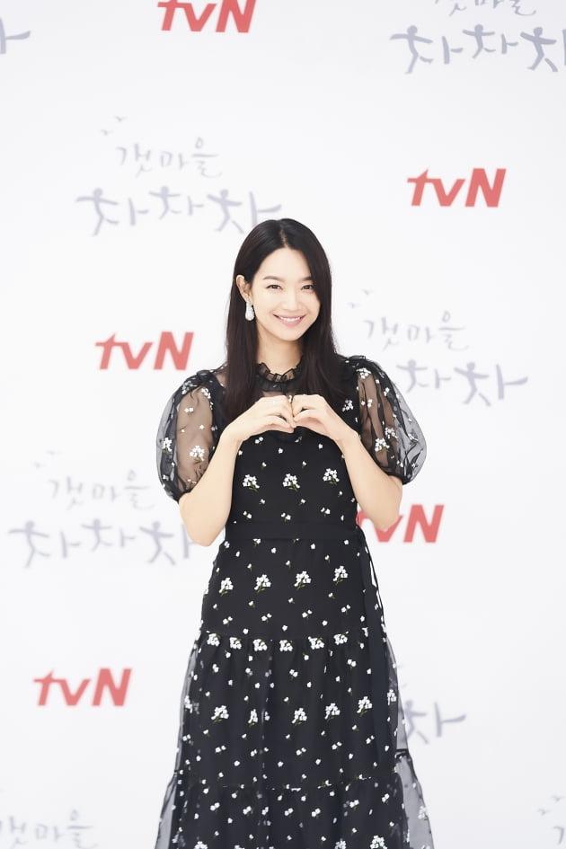 배우 신민아가 24일 오후 온라인 생중계된 tvN 새 토일드라마 '갯마을 차차차' 제작발표회에 참석했다. /사진제공=tvN